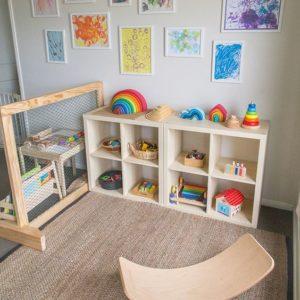 L'espace jeux et activités d'une chambre montessori
